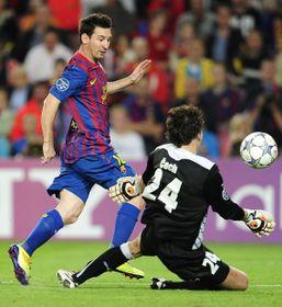 Lionel Messi y Marek Čech, foto: ČTK