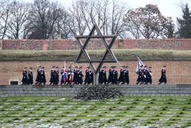 Ceremonia en el antiguo campo de concentración de Terezín, foto: ČTK