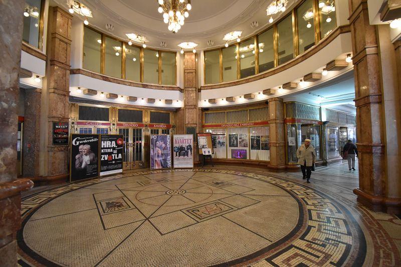 El palacio de Adria, donde estaba el teatro Linterna Mágica, foto: Ondřej Tomšů