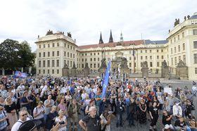 Protesta contra el presidente Miloš Zeman, foto: ČTK/Roman Vondrouš
