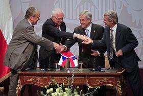 Karel Schwarzenberg, Václav Klaus, Sebastián Piñera, Juan Andres Fontaine, foto: ČTK