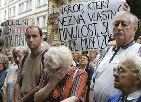 Акт памяти перед зданием Чешского радио (Фото: ЧТК)