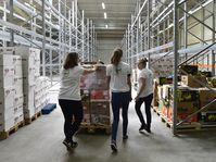 Le nouveau centre logistique pour des banques alimentaires à Modletice, photo: Roman Vondrouš / ČTK
