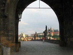 Karlsbrücke als Eingangstor zur Prager Burg (Foto: Štěpánka Budková)