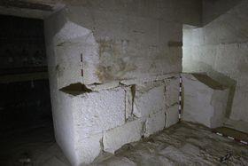 Погребальная комнта Хуи с остатками саркофага, фото: Гана Вымазалова, архив Чешского египтологического института