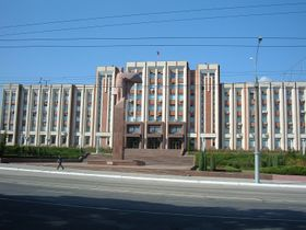 The Transnistrian parliament building in Tiraspol, photo: Monk, CC 3.0 license