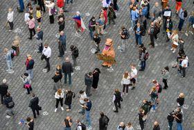 """Versammlung des Vereins """"Eine Million Augenblicke für die Demokratie"""" auf dem Altstädter Ring in Prag (Foto: ČTK / Vít Šimánek)"""