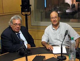 Raúl Rivero (a la izquierda) y Freddy Valverde en Radio Praga