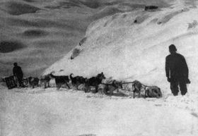 Václav Vojtěch se svým psím spřežením. Foto repro: Námořníkem, topičem a psovodem, 1968