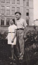 Eva Grossmann skamarádem vroce 1945, foto: archiv Post Bellum