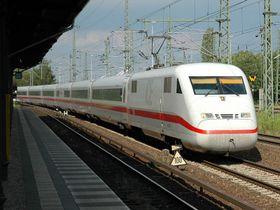 Hochgeschwindigkeitsstrecke in Berlin (Foto: K. Jähne, Wikimedia CC BY-SA 2.0 DE)