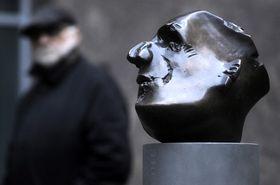 Le buste du poète Guillaume Apollinaire par Heribert Maria Staub, photo: CTK