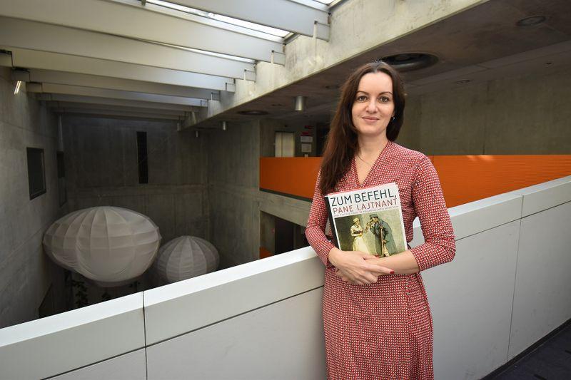 Pavla Horáková und ihr Buch 'Zum Befehl, pane Lajtnant' (Foto: Ondřej Tomšů)