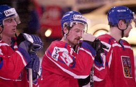 Èe¹tí hokejisté (zleva) T.Kaberle, M.Hejduk a J.Hejda po prohøe se SR v utkání o 3. místo MS v Helsinkách, foto: ÈTK