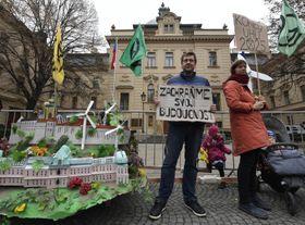 Demonstrace hnutí Extinction Rebellion před úřadem vlády, foto: ČTK / Michal Krumphanzl