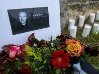 Lidé vzpomínají na zpěváka Karla Gotta, foto: ČTK / Ondřej Hájek
