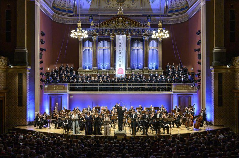 La Orquesta Sinfónica de la Radiodifusión Checa y  el Coro Filarmónico de Praga, foto: Dvořákova Praha 2019