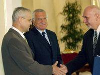Vladimir Spidla a Vaclav Klaus blahopreji Pavlu Rychetskemu, foto: CTK