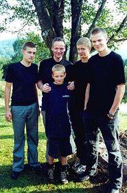 Cyril Svoboda con sus hijos (Foto: CTK)