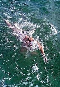 Yvetta Hlaváčová 5. srpna vkanálu La Manche po uplavání pěti kilometrů, foto: ČTK