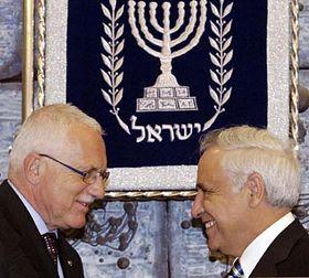 Presidente checo, Václav Klaus y su homólogo israelí Moshé Katsav (Foto: CTK)