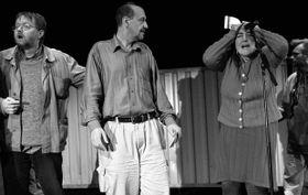 Emil Jíra (uprostřed) vpředstavení Víra, láska, naděje