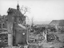 Monasterio de Emauzy después del bombardeo , foto: IPR Praha