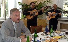 Prime Minister Mirek Topolanek with the Roma delegates of Khamoro festival, photo: CTK