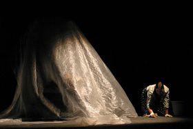 Inicio de la representación de Bernarda y sus hijas, del grupo de Ostrava, foto: Clara González