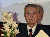 Překladatel Antonín Přidal se státní cenou za překlad, foto: ČTK