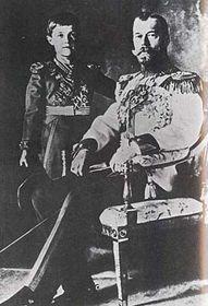 El zar ruso Nicolás con su hijo