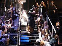 Фото из постановки оперы Б. Мартину «Страсти Христовы», Национальный театр моравско - силезийский г. Острава