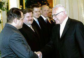 Prezident republiky Václav Klaus (vpravo) jmenoval novou vládu včele spremiérem Jiřím Paroubkem (vlevo), foto: ČTK