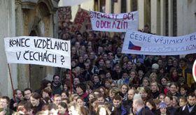 Průvod několika set olomouckých studentů apedagogů ulicemi města na protest proti nedostatečnému financování vysokého školství, foto: ČTK