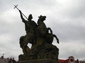 Svatý Jiří, la estatua ecuestre en la aldea Miletín (foto: Kristýna Maková)