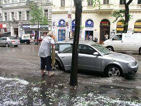 La calle Vinohradska en Praga ayer por la tarde (Foto: Vilem Faltynek)
