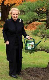 Madeleine Albright en el Jardín Botánico de Praga, foto: Barbora Kmentová