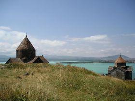Типическая армянская церковька