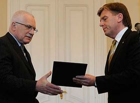 Václav Klaus and Miloslav Vlček (right), photo: CTK