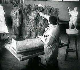 Otakar Švec při tvorbě makety Stalinova pomníku, foto: Archiv České televize