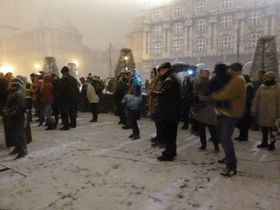 Dozens braved the snow to see the ceremony, photo: Masha Volynsky