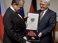 Karel Schwarzenberg recibió la Orden del Mérito de la República Federal de Alemania (Foto: CTK)