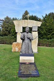 Memorial to Cardinal Josef Beran in Prague, photo: VitVit, CC BY-SA 4.0