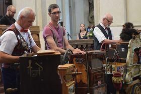 Шарманщики в соборе св. Николая на Староместской площади, Фото: Ондржей Томшу, Чешское радио - Радио Прага