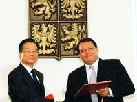 Le Premier ministre chinois Wen Jiabao et son homologue tchèque Jiri Paroubek, photo: CTK
