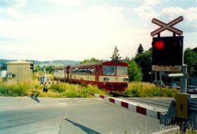 Bahnübergang bei Beroun (Foto: Peter L. Svendsen, Wikimedia Commons, CC BY-SA 3.0)