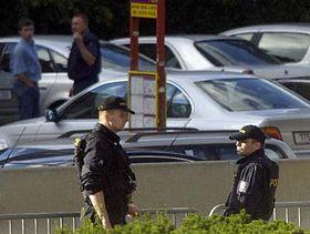 Policisté hlídkují usídla Rádia Svobodná Evropa/Rádio Svoboda (RFE/RL) vPraze, foto: ČTK