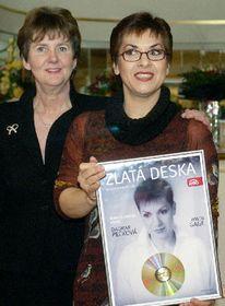 La mezzosoprano checa, Dagmar Pecková (por la derecha) con la presidente del festival de Salzburgo, Helga Rabl-Stadler, foto: CTK