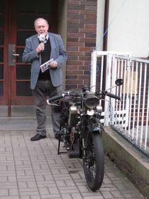 Evžen Škňouřil et moto Scott, photo: Anaïs Raimbault