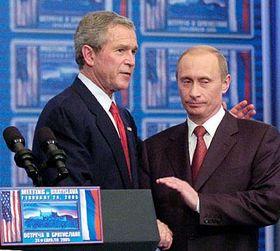 Presidentes de EE.UU. y Rusia, George Bush y Vladimir Putin, en Bratislava (Foto: CTK)